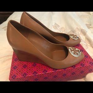 Tory Burch wedge heels in Royal Tan / Gold